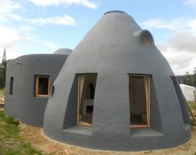 la arquitectura ecologica apuesta por las casas de tierra